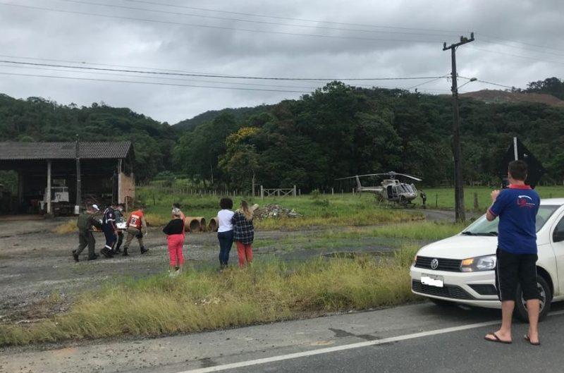 Helicóptero Águia da Polícia Militar participou do socorro às vítimas do acidente – Foto: PMRV/Divulgação