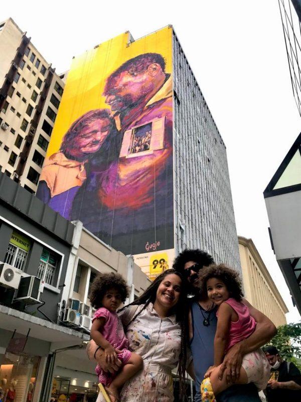 Gugie com o marido, Felipe Nunes, e as filhas, Cássia (à esq.) e Lia – Foto: Victor Moraes/Divulgação/ND