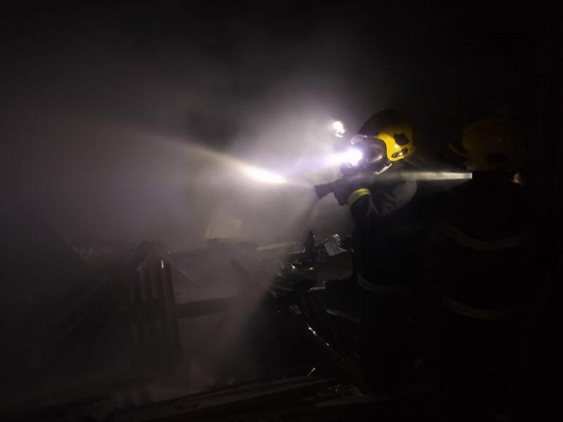 Casa ficou totalmente destruída pelas chamas – Foto: Corpo de Bombeiros Militar/Divulgação