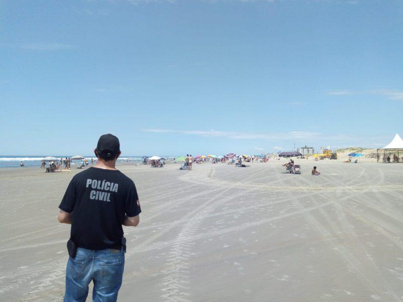 Operação Verão Seguro ampliou distribuição de pulseiras de identificação nas praias catarinenses. – Foto: Policia Civil SC/Divulgação