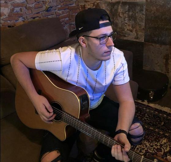 Thales Gui compõe a cerca de cinco anos e já trabalhou com grandes nomes da música brasileira – Foto: Reprodução/Instagram