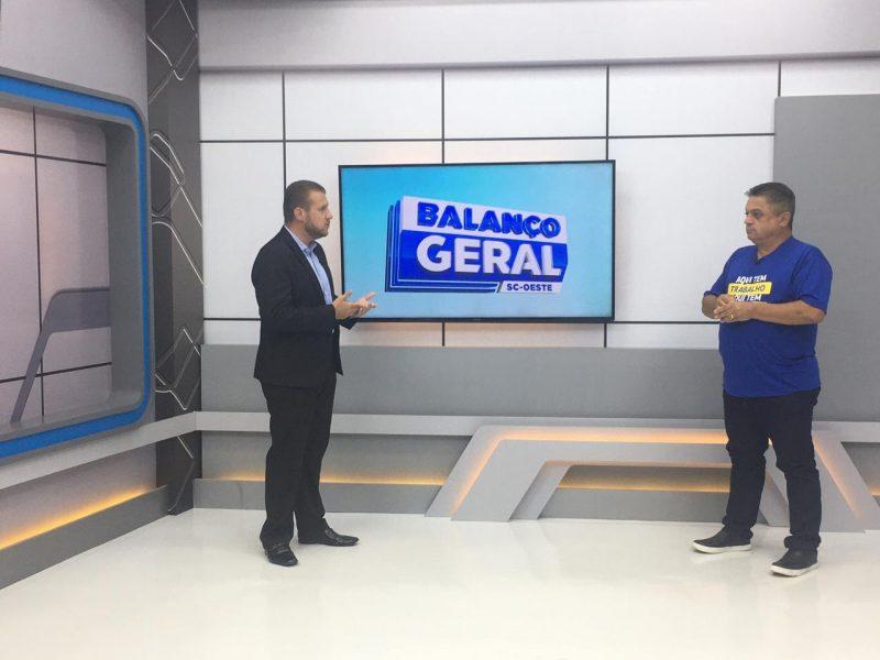 Entrevista foi mediada pelo apresentador Felipe Kreusch para mais de 100 municípios do Oeste – Foto: Julia Araújo/ND/Divulgação
