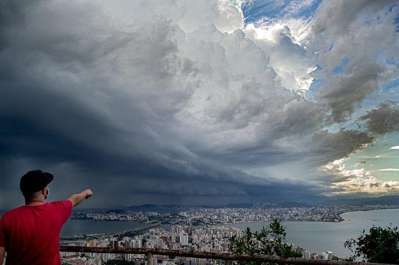 Defesa Civil emite alerta para temporais neste domingo em SC. – Foto: Rafael Bernardino/Conexão GeoClima