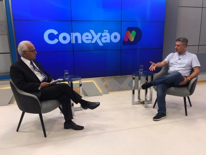 O jornalista Moacir Pereira, em entrevista com o o presidente da Abrasel/SC, Raphael Dabdab – Foto: Reprodução/NDTV