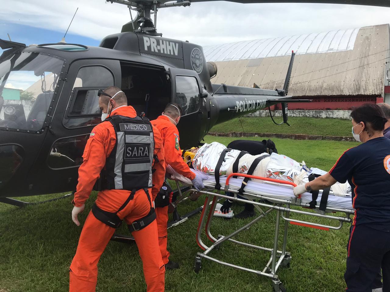 A vítima foi encaminhada ao HRO pelo helicóptero do SAER/SARA. - SAER/Divulgação