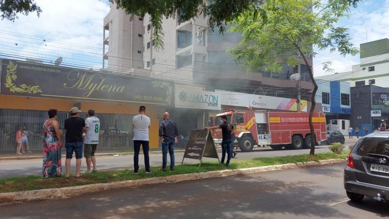 O incêndio ocorreu em uma loja no centro da cidade. – Foto: Rodrigo Gonçalves/NDTV