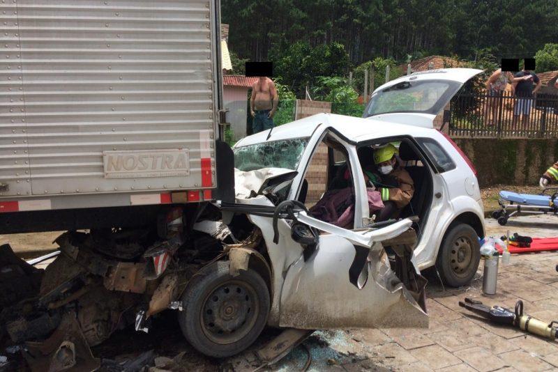 Adolescente de 15 anos fica ferido após bater carro em Dona Emma – Foto: Divulgação / Bombeiros Voluntários de Presidente Getúlio