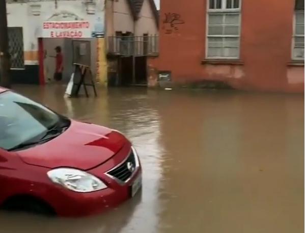 De acordo com a Prefeitura, só no bairro Nova Brasília foi registrada uma precipitação de 40 milímetros de chuva – Foto: Éeeguaaa/Divulgação/ND