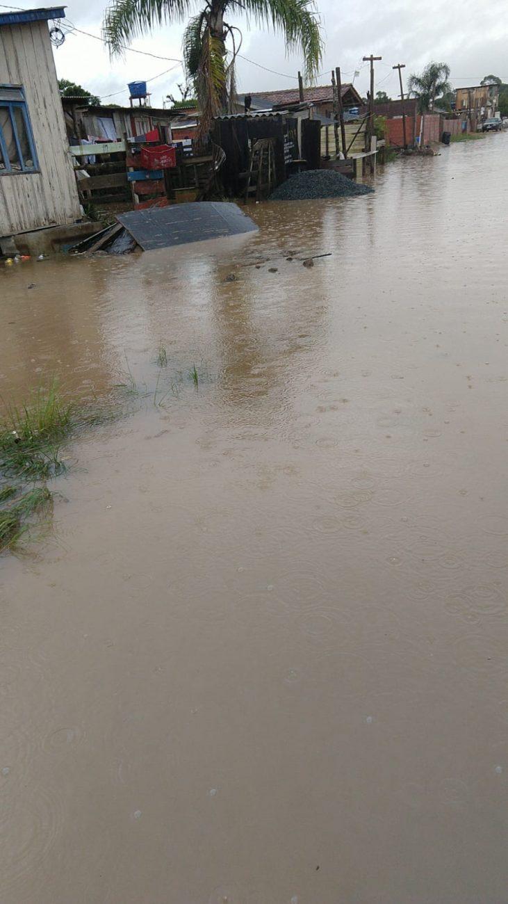 Trecho da rua que alagou não possui pavimentação ou drenagem pluvial. - Reprodução/ND