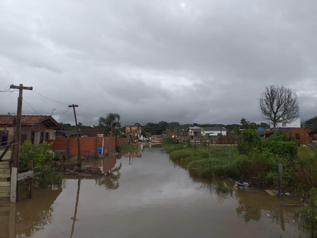 Na Meia Praia, cerca de 15 residências foram atingidas por alagamento. As águas chegaram a marcar de 50 cm de altura. - Defesa Civil Navegantes/Divulgação