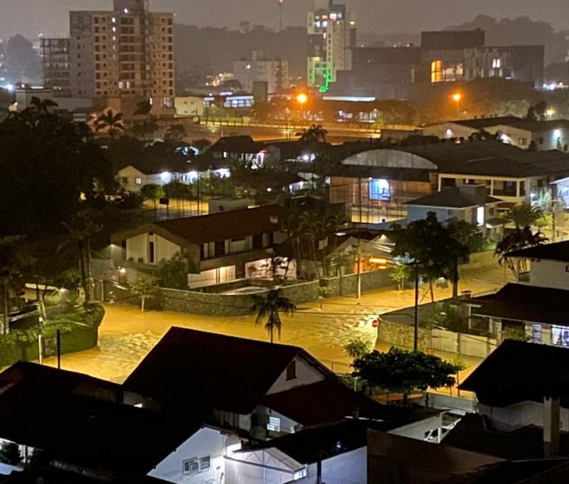 Chuva forte do último dia do ano deixou diversas ruas alagadas em Joinville – Foto: Redes Sociais/Reprodução