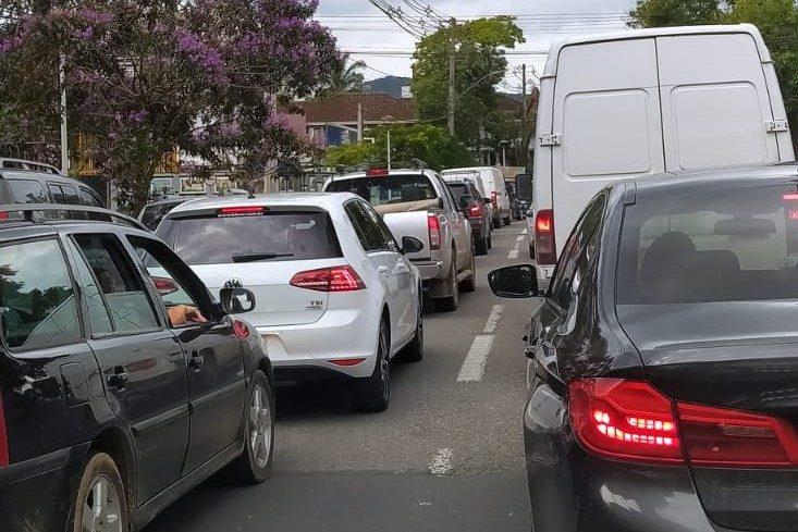 Obra na Alameda, em Blumenau, causa congestionamento no trânsito – Foto: Divulgação / Redes Sociais