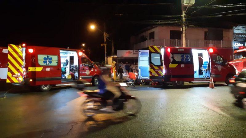 Duas ambulâncias do Corpo de Bombeiros Voluntários, com equipes do Samu e do CBVJ, atenderam vítimas de acidente na quarta-feira (27) – Foto: Ricardo Alves/NDTV
