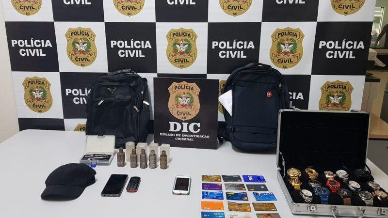 Na casa dos suspeitos, foram apreendidos equipamentos usados na prática dos furtos – Foto: Polícia Civil/Divulgação