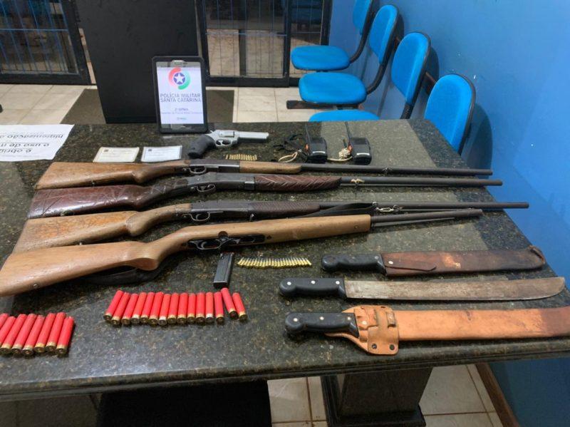 Armas e munições foram apreendidas pela Polícia Militar Ambiental – Foto: PMA/Divulgação