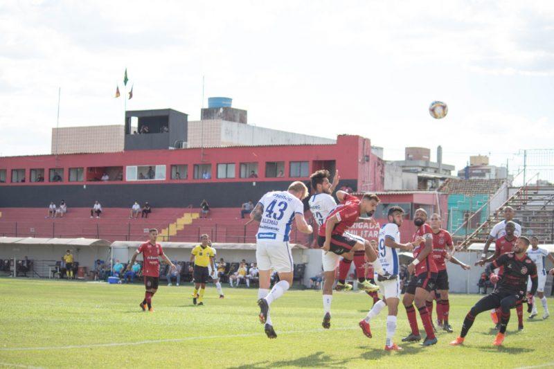 Avaí pressionou o Brasil e conseguiu o gol com Vinícius Leite – Foto: André Palma Ribeiro/Avaí F.C