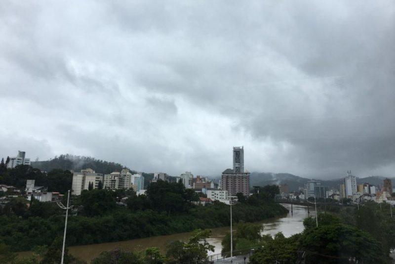 Com frente fria, há chance de temporais com risco moderado para desastres em Santa Catarina Foto: Foto: João Vitor Korc