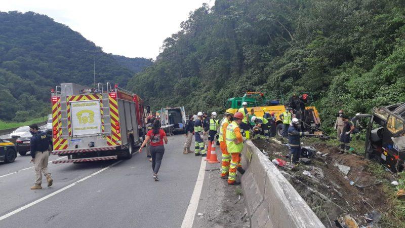 Ônibus levava 52 pessoas – Foto: PRF/Divulgação