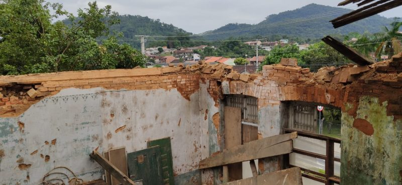 Telhado do casarão caiu em virtude das chuvas – Foto: Stêvão Limana/NDTV