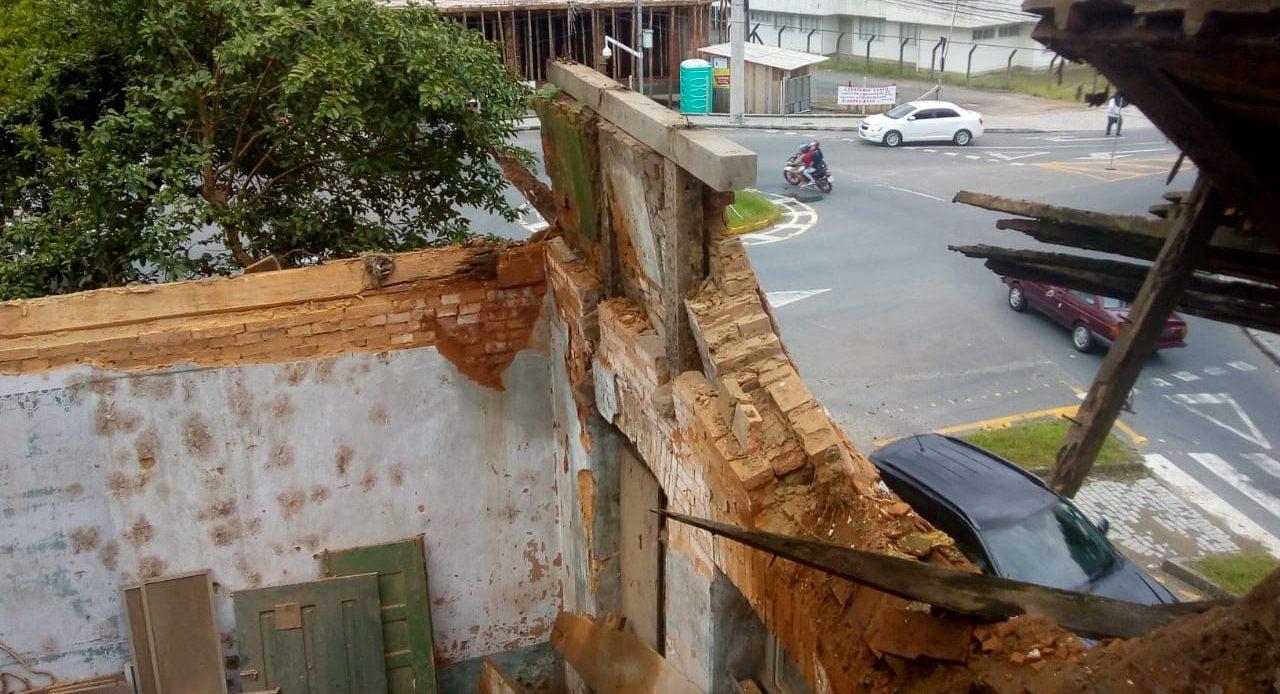 Telhado de casarão histórico, em Blumenau desaba em função das chuvas - Divulgação / Defesa Civil Blumenau