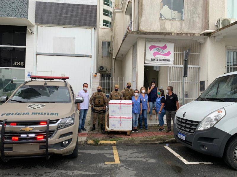 Doses da Sinovac chegaram em Itajaí na manhã desta terça-feira (19) – Foto: PM Brusque/Divulgação