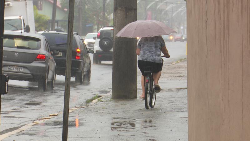 Chuva deve persistir na cidade nos próximos dias – Foto: Gladionor Ramos/NDTV