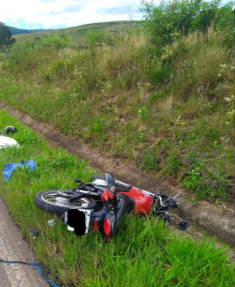 O motociclista morreu ainda no local do acidente. - Corpo de Bombeiros/Divulgação/ND