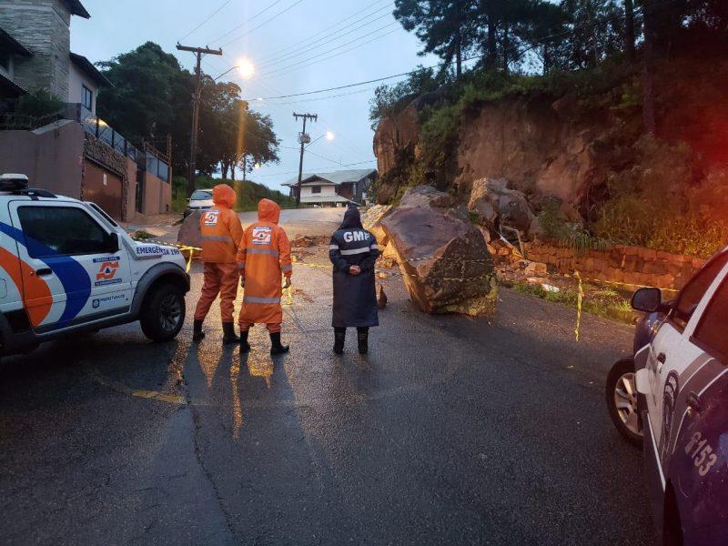A população deve ficar atenta para qualquer movimento de terra ou rochas próximo a residências – Foto: Defesa Civil de Florianópolis/Divulgação/ND