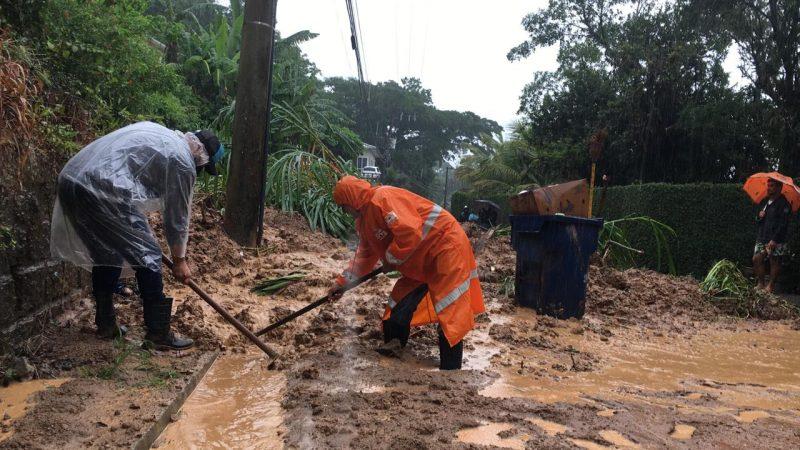 Defesa Civil iniciou a desobstrução da via aproximadamente às 9h20 – Foto: Ana Vaz/Divulgação/ND