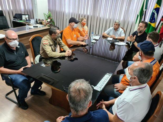 Reunião com Defesa Civil e prefeitos de Presidente Getúlio e Dona Emma