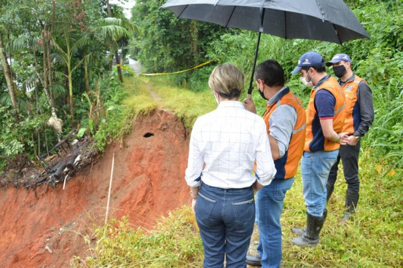 Prefeita em exercício, Maria Regina de Souza Soar, visitou locais atingidos pelas chuvas – Foto: Foto: Michele Lamin / Prefeitura de Blumenau