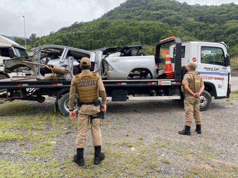 Pelo menos três veículos foram encontrados no desmanche em Penha – Foto: Polícia Militar/Divulgação