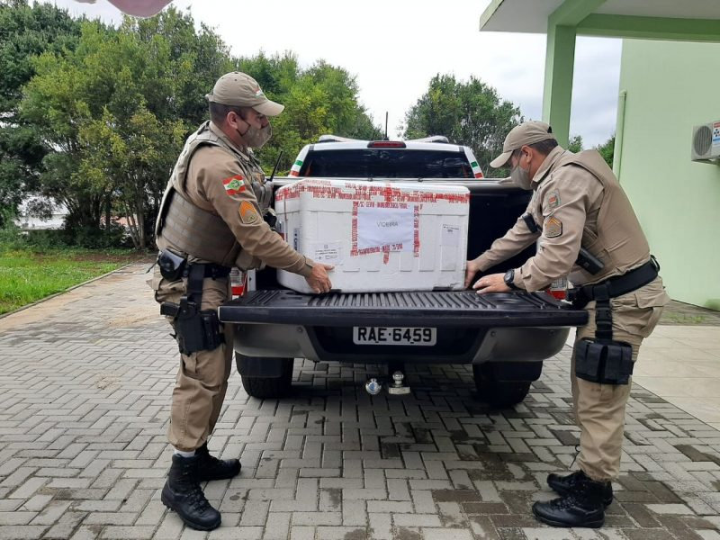 Polícia Militar auxiliou no transporte das vacinas de Videira a Caçador – Foto: Assessoria de Imprensa/Divulgação