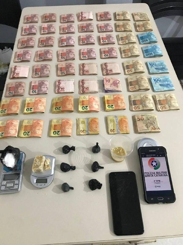 A polícia acredita que o dinheiro é oriundo da venda de drogas - Polícia Militar/Divulgação/ND