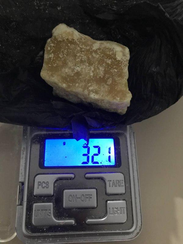 Pedra de crack foi encontrada com mulher e adolescente no bairro São Pedro, em Chapecó - Polícia Militar/Divulgação/ND