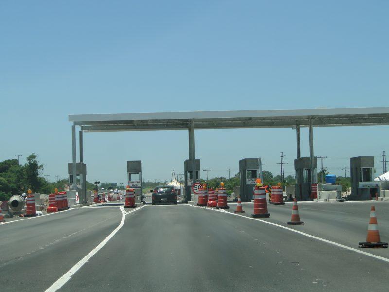 Praça de pedágio sendo construída no trecho Sul da BR-101; cancelas serão ativadas em março – Foto: Diogo de Souza/ND