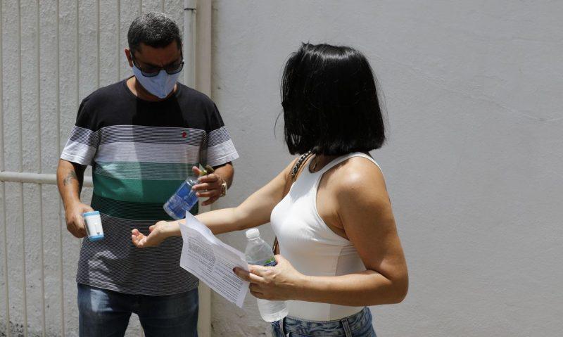 Candidatos participam da primeira aplicação do Enem (Exame Nacional do Ensino Médio) Digital, neste domingo – Foto: Fernando Frazão/Agência Brasil/ND