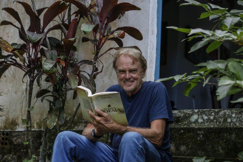 Poeta e editor Alcides Buss exalta as publicações nos seus mais diferentes formatos – Foto: Anderson Coelho/ND