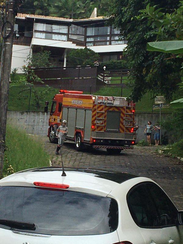 O Corpo de Bombeiros e a Polícia Militar estiveram no local. – Foto: Karoline Cabral/NDTV