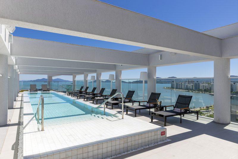 Rooftop com piscina e outros atrativos é um dos destaques da arquitetura – Foto: Fernando Willadino/ND