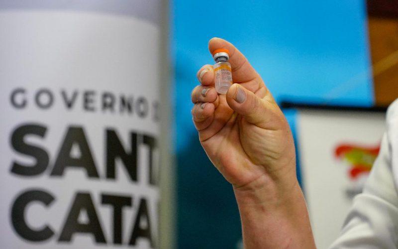 Vacinas chegaram em Santa Catarina ainda nesta segunda (18) – Foto: Ricardo Wolffenbuttel/Secom