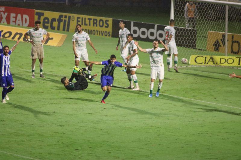 Getúlio sai para comemorar seu gol pelo Avaí; ataque funcionou – Foto: Frederico Tadeu/Avaí FC