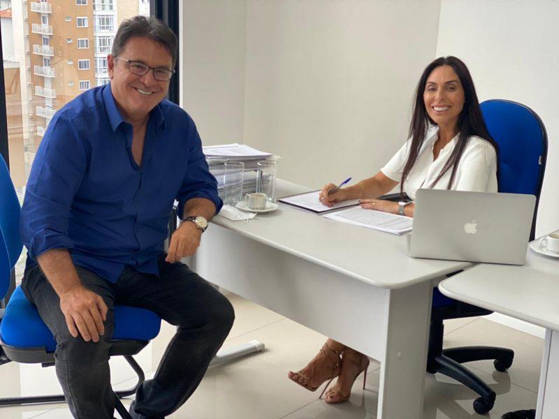 Secretário de Turismo de São Paulo em encontro recente com a presidente do PSDB em Santa Catarina, Geovânia de Sá – Foto: Divulgação/ND