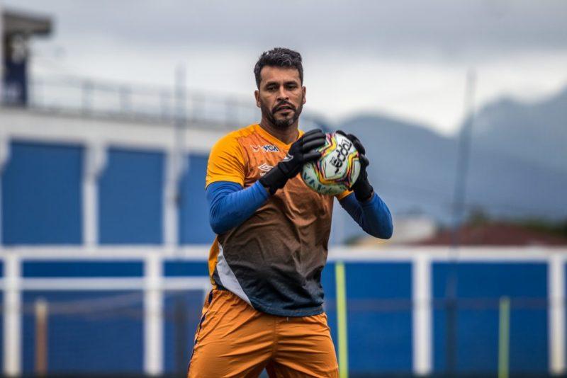 Gledson com contrato renovado assume a condição de titular no Avaí. – Foto: Leandro Boeira/Avaí F.C