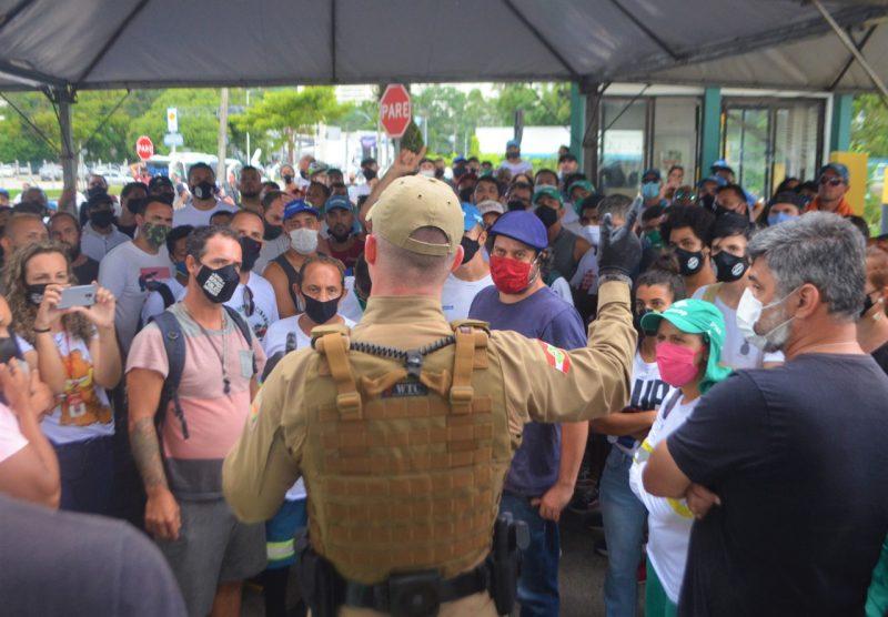 De forma consensual, os trabalhadores da Comcap deixaram o piquete de greve às 17h – Foto: Divulgação/Sintrasem/ND