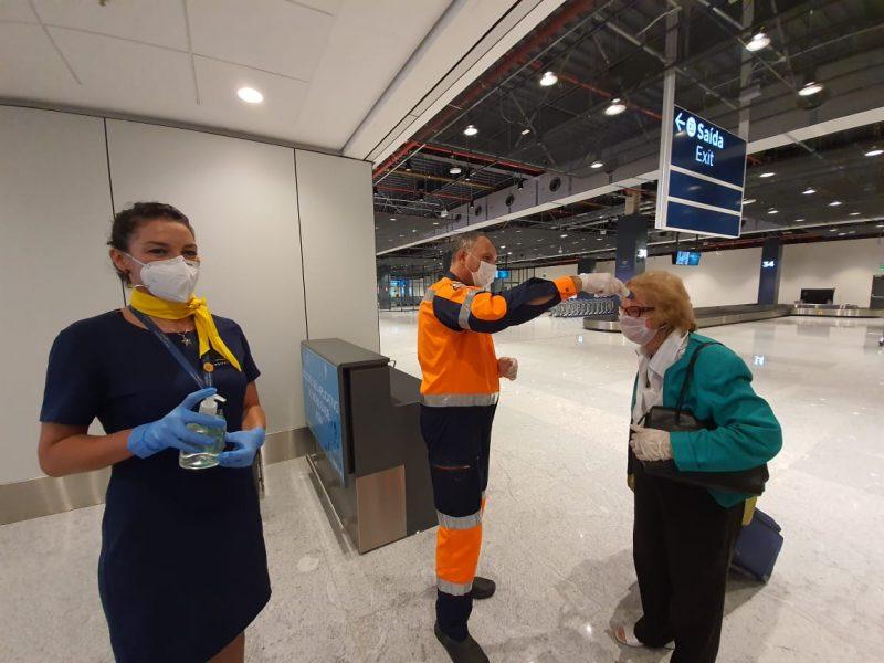 Barreira sanitária no aeroporto internacional Hercílio Luz – Divulgação/ND