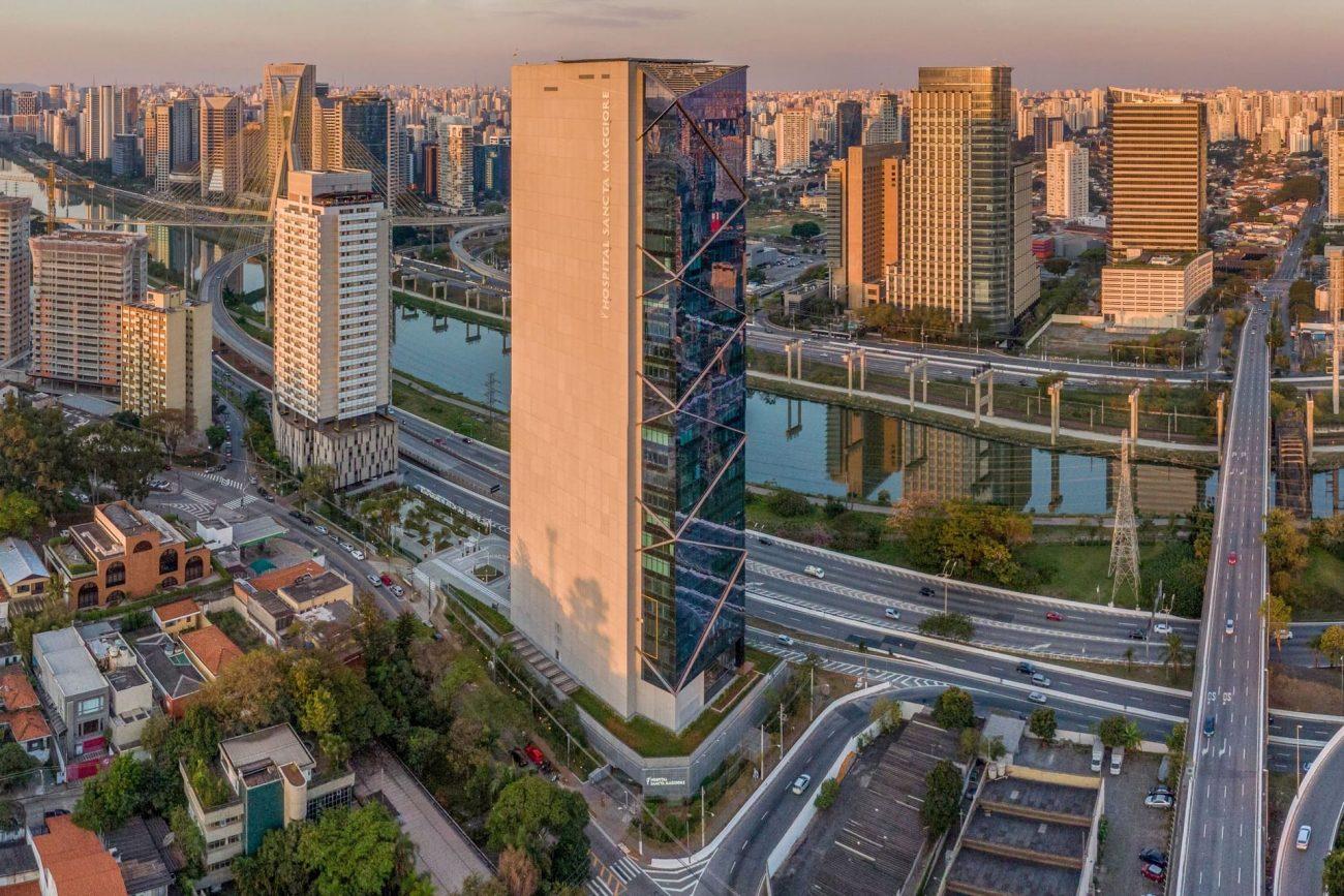 Imagem aérea do prédio do Hospital Sancta Maggiore Dubai, no bairro Morumbi, em São Paulo, onde Luciano Hang estaria internado - Reprodução/Hospital Sancta Maggiore Dubai