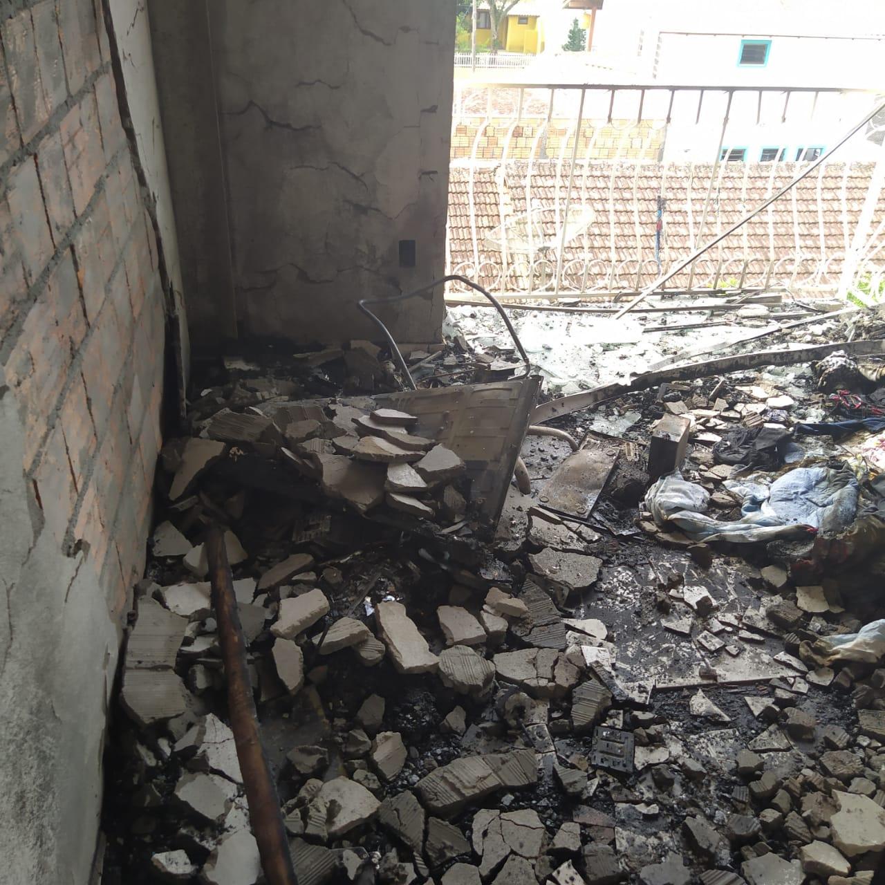 Apartamento passará por perícia - Corpo de Bombeiros Militar/Divulgação