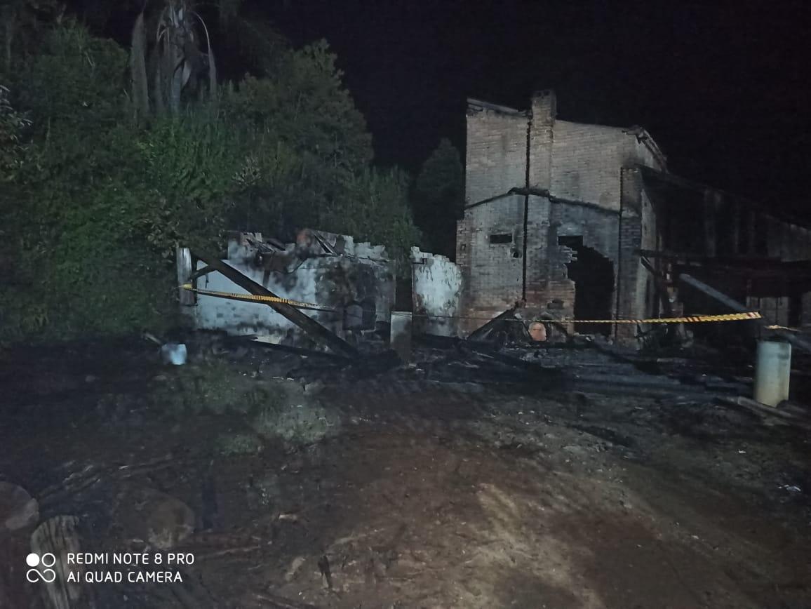 Incêndio destrói estufas de fumo no Alto Vale do Itajaí - CBM/Divulgação