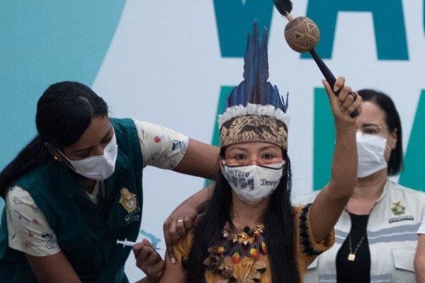 indígena vacinada em Manaus